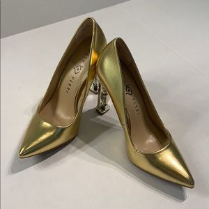 NWOT Katy Perry Suzzie gold chain heels.